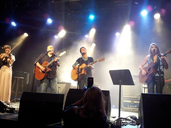 Mika Karni, Danny Robas, Ronit Shahar, Yael Deckelbaum sing Shlomo Artzi/Photo: Ayelet Dekel