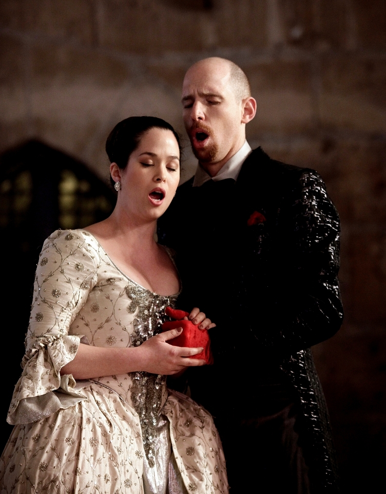 Zerlina (Daniela Skorka) and Don Giovanni (Oded Reich)/Photo: Margalit Hersonski