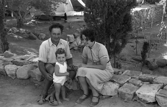A family photo - identity unknown/Photo: Naftali Oppenheim