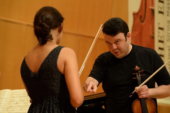 Vadim Gluzman and student/Photo: Sarit Uzieli